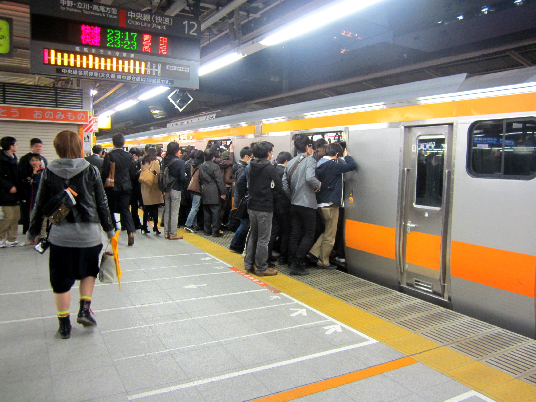 日本女大學生話你知 電車飲食底線係乜