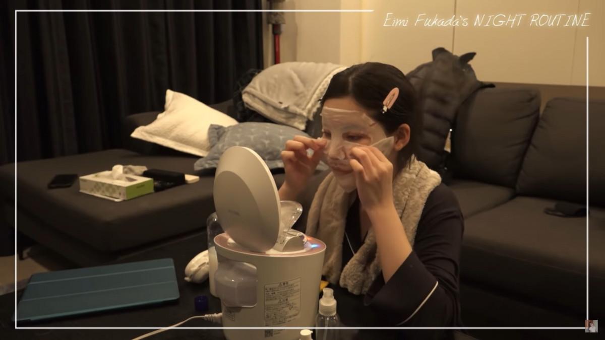 成人片搞笑藝人深田詠美 每日的晚間活動大公開:原來會睡前鑑賞成人片