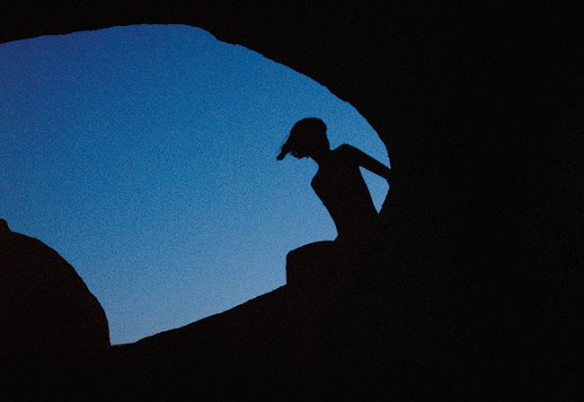 水原希子個人寫真《夢の続き Dream Blue》:與Netflix電影《彼女》同步登場